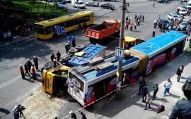 إصابة 18 شخصا من بينهم 11 طفلاً في حادث سير مروع بالعاصمة كييف