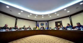 """تواصل التوتر مع """"القطاع اليميني"""" وبوروشينكو يجمع مجلس الأمن القومي"""