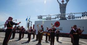 الأوركسترا العسكرية الأردنية تعزف للسلام والنصر في أوكرانيا