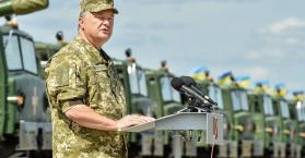 أسلحة جديدة للجيش وبوروشينكو يحذر من تصعيد يسبق ذكرى الاستقلال
