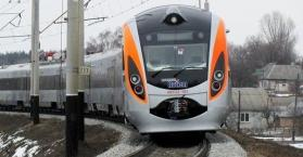 """مجددا.. القطار السريع """"هيونداي"""" يقتل عجوزا في أوكرانيا"""