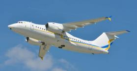 """أوكرانيا تستعرض طائرة أنتونوف 158 """"الأكثر رشاقة"""" في دبي"""
