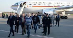 وصول المراقبين المفرج عنهم لمطار كييف
