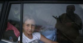 طفلة نازحة بسبب معارك شرق أوكرانيا