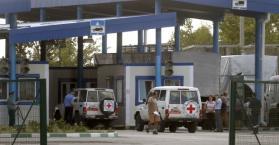 قافلة الاغاثة الروسية تدخل أوكرانيا بعد إحتجازها لأيام