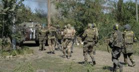 الانفصاليون الموالون لروسيا يحققون انتصارات وأهالي الجنود الأوكران يتظاهرون