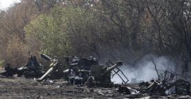 آثار القصف الذي تعرضت له أحد مواقع الجيش الأوكراني