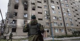 أحد العمارات السكنية بمدينة دونتسك