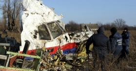 العثور على قطع صاروخ روسي في مكان تحطم الطائرة الماليزية شرق أوكرانيا