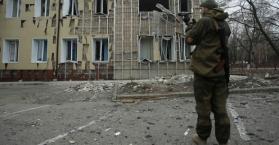 احد المقاتلين الانفصاليين الموالين لروسيا شرق أوكرانيا