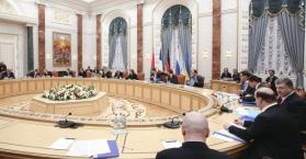 الزعماء يغادرون غرفة التفاوض في مينسك وبوروشينكو ليس هناك أخبار جيدة بعد عن المحادثات