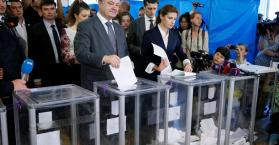 أوكرانيا تتوجه منذ الصباح لانتخاب رئيسها الجديد