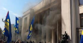 أعمال شغب دامية في مظاهرات أمام البرلمان الأوكراني بعد المصادقة على تعديل الدستور