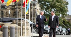 بوروشينكو ورئيس الوزراء الكندي ستيفن هاربر