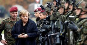 ميركل تكرر رفضها تسليح أوكرانيا وتفضل التهديد بالعقوبات