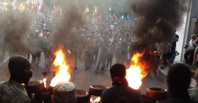 القوميون الأوكرانيون يتظاهرون مطالبين بتوسيع دائرة الحرب في الدونباس (صور)