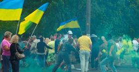 هجوم على مظاهرة مناوئة للرئيس الأوكراني في مدينة دنيبروبيتروفسك ( صور وفيديو)