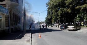 مجهولون يهاجمون مقر حزب الأقاليم ويحدثون هلعا بخاركيف شرق أوكرانيا