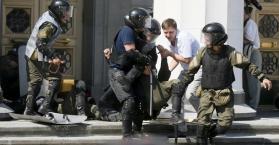 وفاة رابع شرطي بسبب أحداث الشغب السابقة أمام البرلمان الأوكراني