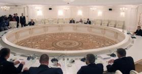"""أوكرانيا: لقاء ثلاثية الاتصال الأخير حول الصراع في الدونباس """"عديم الفائدة"""""""