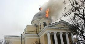 حريق يلتهم كنيسة في بلدة بولغراد قرب مدينة أوديسا