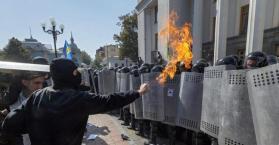 """بوروشينكو: ما حدث أمام البرلمان """"طعنة في الظهر"""" و""""حملة ضد أوكرانيا"""""""