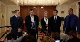 ممثلين عن أوكرانيا و الانفصاليون في مؤتمر صحفي عقب التوقيق على وقف اطلاق النار