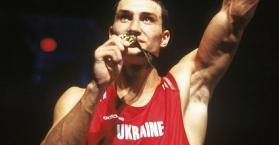 الملاكم فولوديمير كليتشكو يبيع ميدالية ذهبية بمليون دولار لصالح مؤسسة خيرية