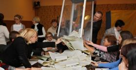 انتخابات أوكرانيا البرلمانية 2012.. بين مديح الشرق وذم الغرب