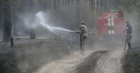 مخلفات حرائق الغابات التي تشهدها العاصمة الأوكرانية
