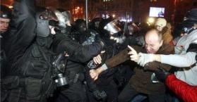 محكمة تمنع التظاهر في وسط العاصمة الأوكرانية، والسلطات تحقق بأحداث فض ساحة الاستقلال