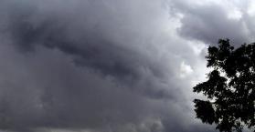 صواريخ نارية أوكرانية لتبديد الغيوم الماطرة خلال مباريات اليورو 2012