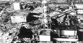 """ببناء """"تابوت"""" حوله.. أوكرانيا تحيي الذكرى 26 لانفجار مفاعل تشيرنوبل"""