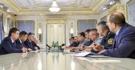 الرئيس الأوكراني يتعهد بنزع سلاح أي حزب سياسي