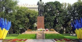 تخدير الحمام وتهجيره للحفاظ على نظافة التماثيل التاريخية في أوكرانيا