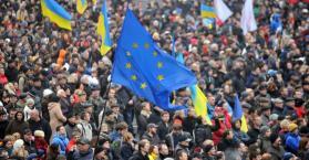 يانوكوفيتش إلى ليتوانيا، وآزاروف يتهم المعارضة بالسعي لزعزعة استقرار البلاد