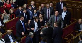 """عراك في البرلمان الأوكراني بسبب قضية """"القطاع اليميني"""""""
