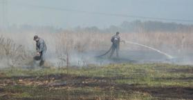 تصاعد جديد للدخان يخيف سكان كييف، والمطافئ في صراع لإخماد الحرائق (فيديو)