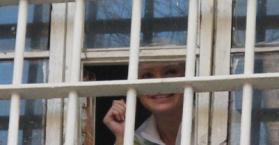رئيسة وزراء أوكرانيا السابقة تيموشينكو ترفض ارتداء زي السجن والعمل فيه