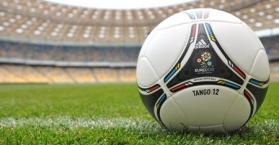 تنافس بين شركات عالمية للملابس والأدوات الرياضية يسبق اليورو 2012