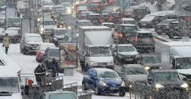 """نساء يلدن على الطرقات بسبب """"ازدحامات الثلوج"""" في أوكرانيا"""