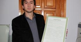 بعد عقود حرمان.. سليمان ولييف أول مسلم أوكراني يحفظ القرآن ويحصل على إجازة فيه