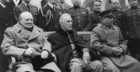 جوزيف سالين ورئيس الوزراء البريطاني ونستون تشيرشل و الرئيس الأمريكي فرانكلين