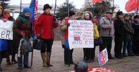 نشطاء يحتجون ضد وصول سفينة أمريكية إلى ميناء سيفاستوبل جنوب أوكرانيا