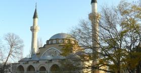 """مسجد يفباتوريا شاهد على الحقبة السوفيتية """"بمئذنتين شيوعيتين"""""""