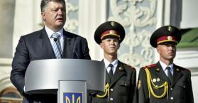 الأوكرانيون يحتفلون بيوم العلَم وبوروشينكو يدعو الشعب للوحدة