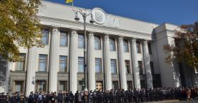 """مواجهات """"غامضة"""" أمام مبنى البرلمان الأوكراني"""
