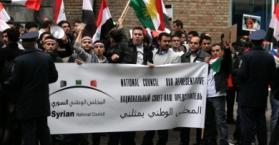 سوريون مناوئون للأسد يتظاهرون أمام سفارة بلادهم في كييف