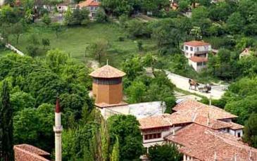 صورة لجمال المدينة من مرتفع جبلي يطل عليها
