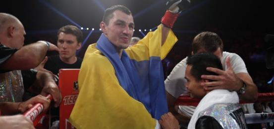 الملاكم الأوكراني فيكتور بوصول بطلا للعالم في وزن خفيف وسط (فيديو)